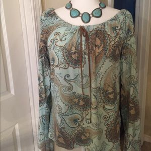 Karen Kane beautiful long sleeved top. 🌻